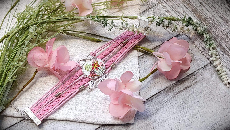 Ledararmband mit handgestickter Blumenwiese